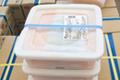 使い勝手の良い角型プラスチック容器で梱包荷姿を一新